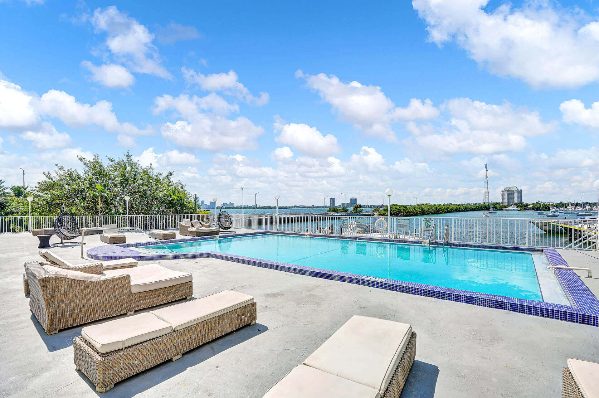 piscine dans une copropriete de miami